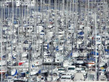 Hafen mit vielen Booten